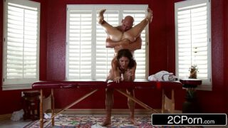 Dirty Masseur Pays Jenni Lee Visit with Massage Table, Oils and Cock Xxx69thai